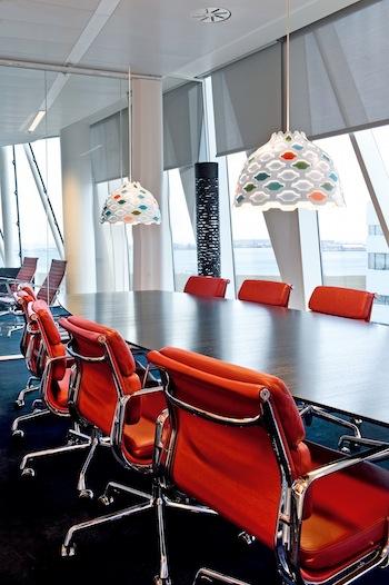 Den farvede variant i mødelokale hos Saxo Bank